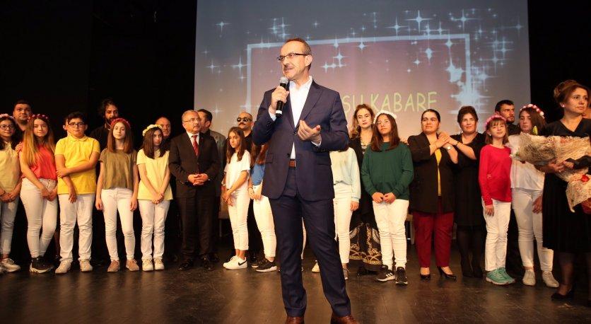 Vali Yavuz, Engelliler Tarafından Sahnelenen Tiyatro Oyununu İzledi